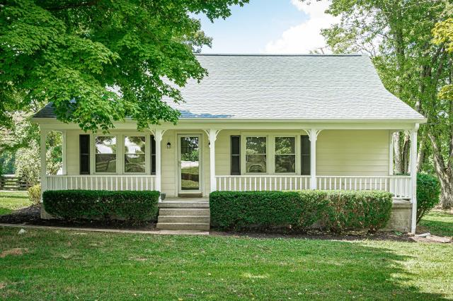 La Grange, KY - Perfect little home in La Grange that is completely remodeled and ready for new owners.