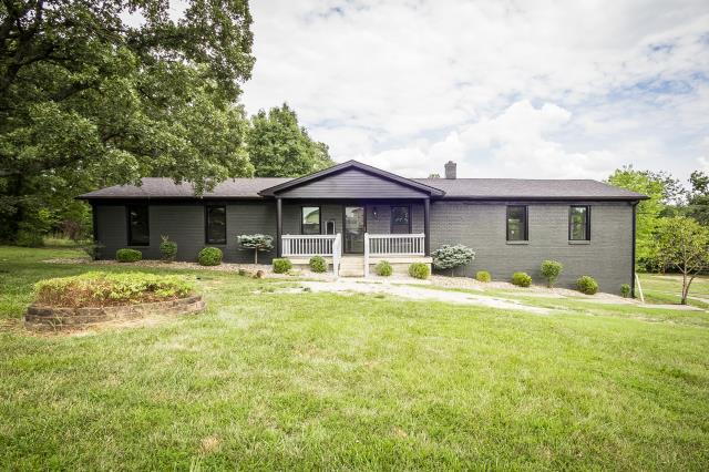 Mount Washington, KY - Incredible remodeled home with an in-ground pool and a nice piece of property in Mt. Washington.