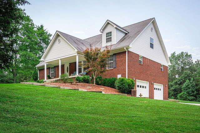 Boston, KY - Home located in beautiful Boston, Kentucky with a lot of yard space and an above ground pool.