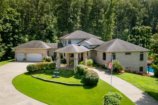 Shepherdsville, KY - Incredible home located in Shepherdsville, Kentucky with over 10 acres of land.