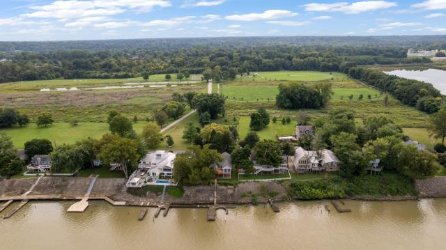 Prospect, KY - Fantastic waterfront home along the Ohio River in Prospect, Kentucky.