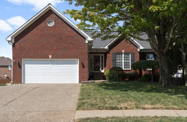 Louisville, KY - Spacious and beautifully maintained home with large finished basement.