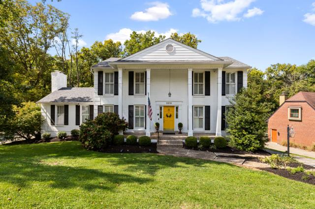 Indian Hills, KY - Incredible home in Indian Hills, Kentucky on the outskirts of Louisville.