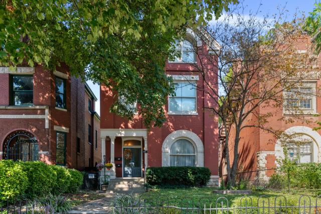 Louisville, KY - Beautiful, well-maintained three story brick Victorian 4-plex on one of the most sought-after streets in the historic Old Louisville neighborhood.