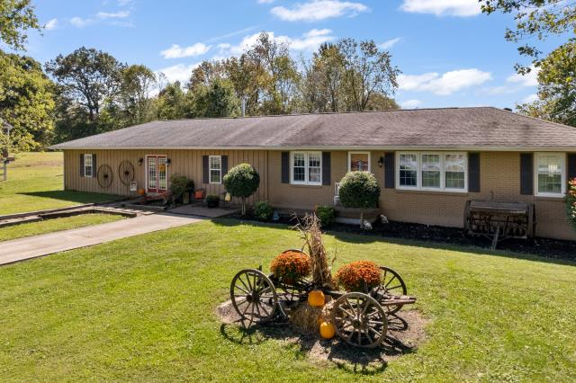 Leitchfield, KY - Cozy ranch style home located in Leitchfield, Kentucky.