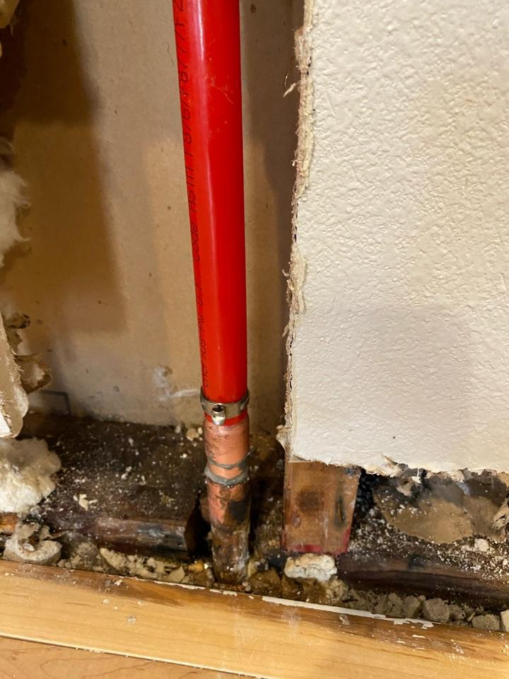 Hillsboro, OR - Hillsboro. Leaking hot water pipe.
