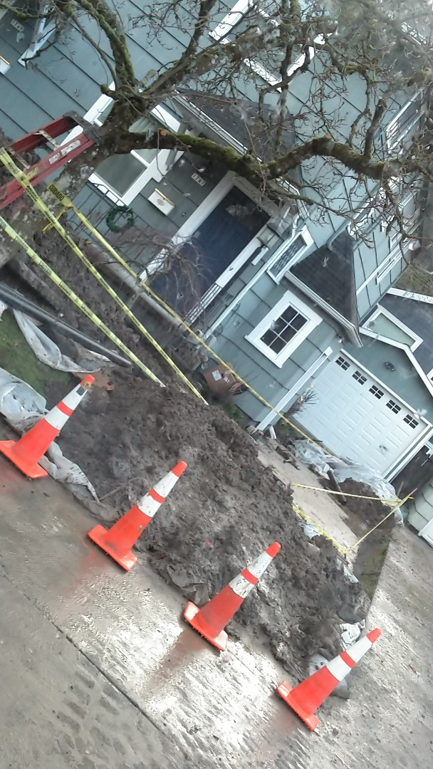 Bursting in new sewer line in HDPE pipe for 70 ft from clean out to City Main. Northwest Portland.