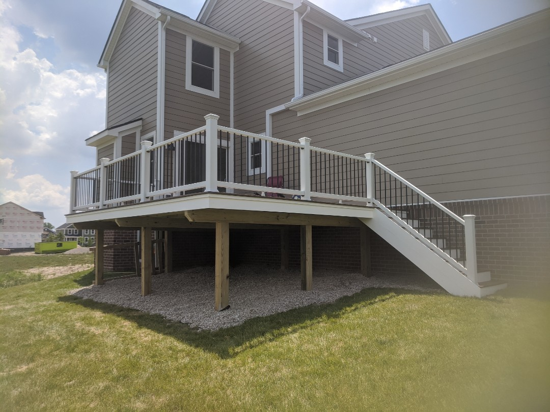 Canton, MI - A nice 300 sq toasted sand deck and white select rails