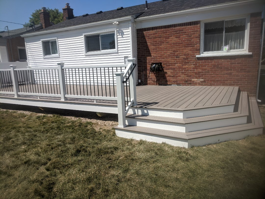 Garden City, MI - A nice 400 sq.foot deck rocky harbor and select rail