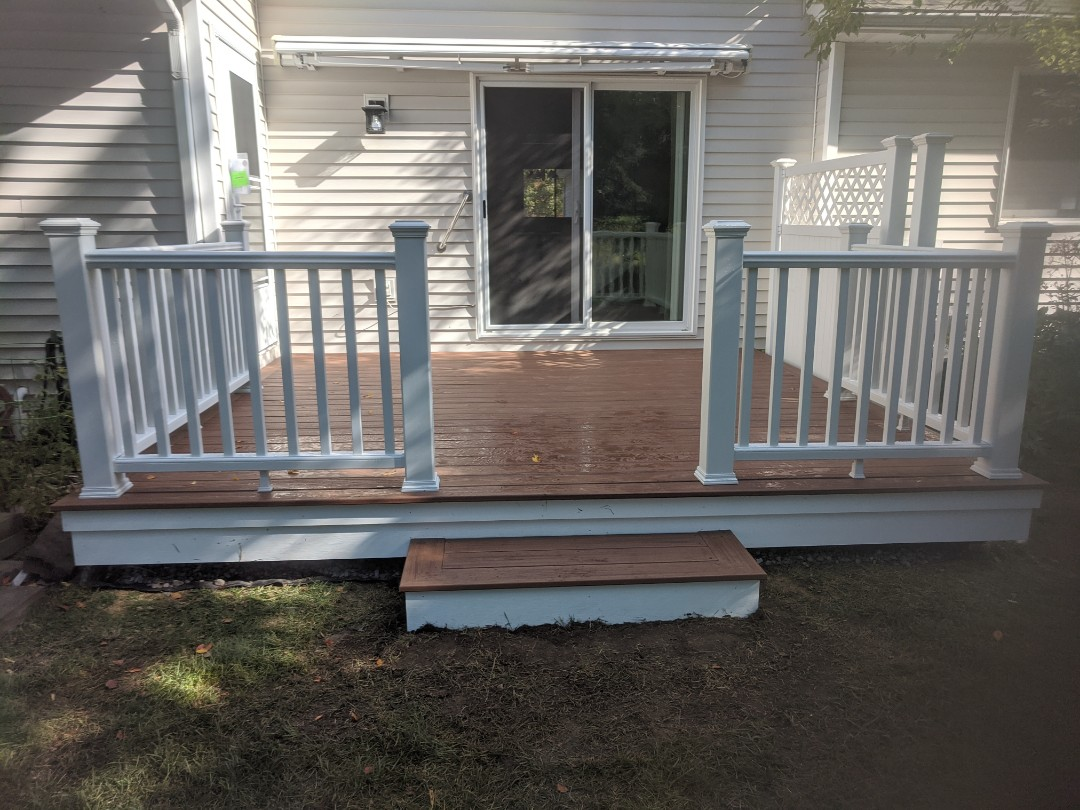 South Lyon, MI - New one day deck from slab to beautiful trex deck