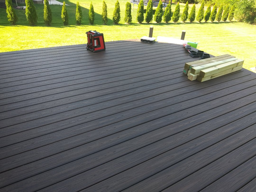 Commerce Charter Township, MI - Finishing up a nice trex deck with a border