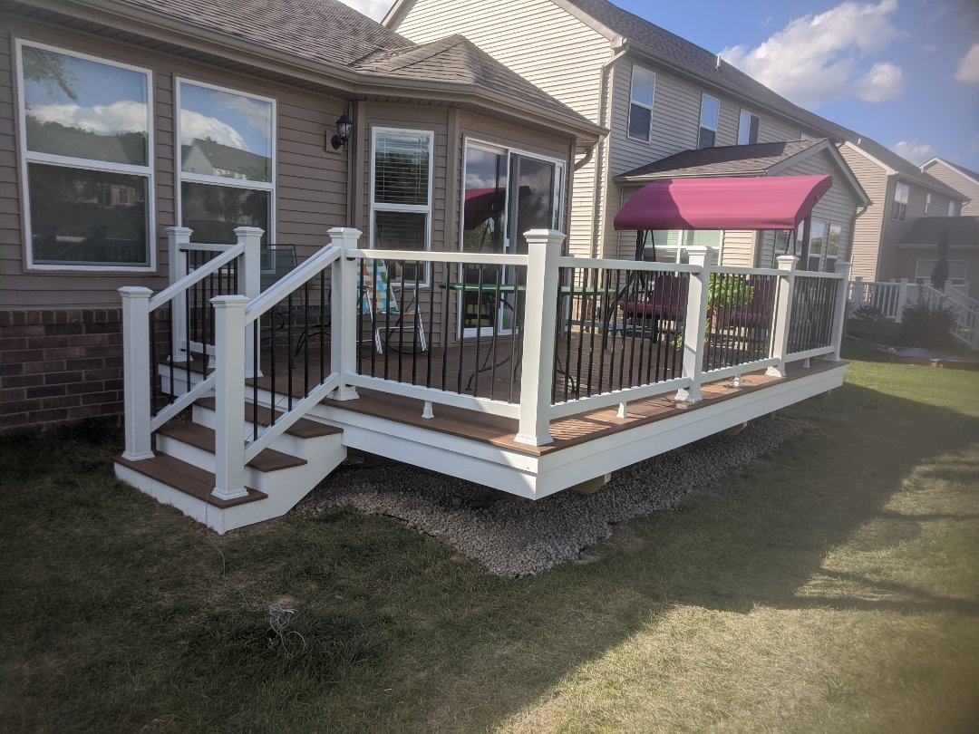 South Lyon, MI - Two day Trex deck from a unused area to a family gathering place