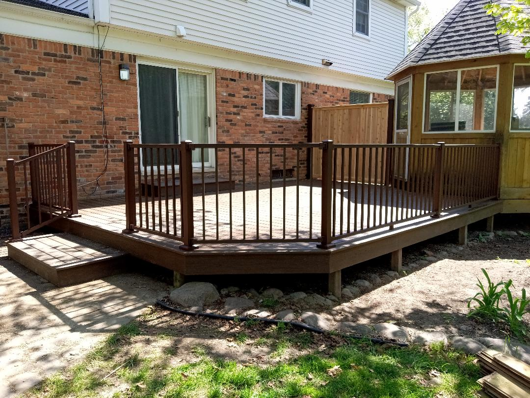 Livonia, MI - Another happy customer with a trex transcend deck