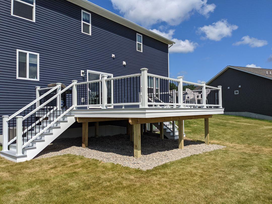 Howell, MI - A beautiful Trex  deck with island mist