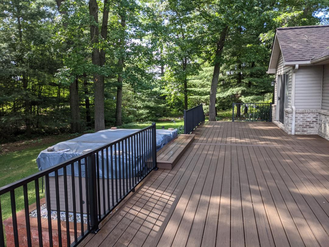 Howell, MI - A beautiful spice rum retop with black  aluminum rail know they can enjoy there deck with out any worries