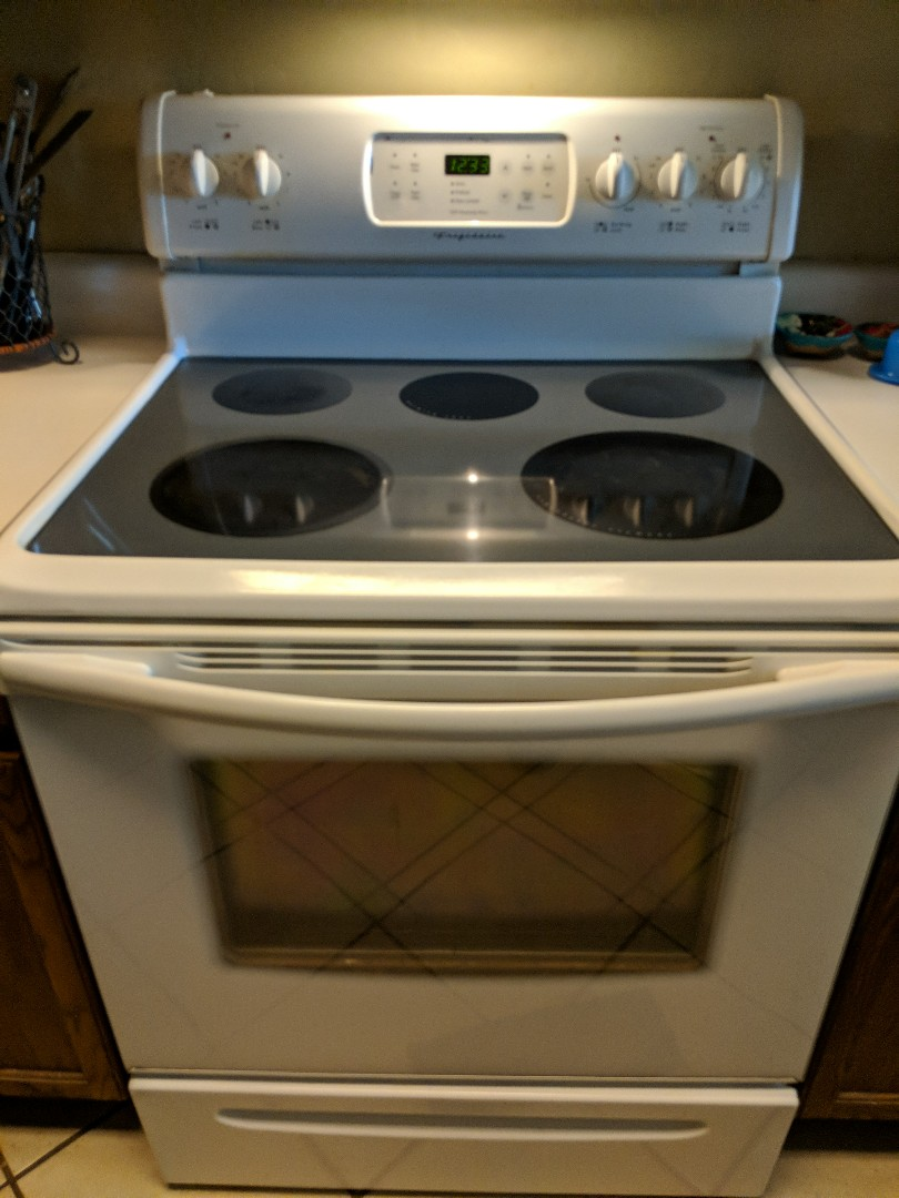 Gilbert, AZ - Frigidaire oven won't bake or broil.