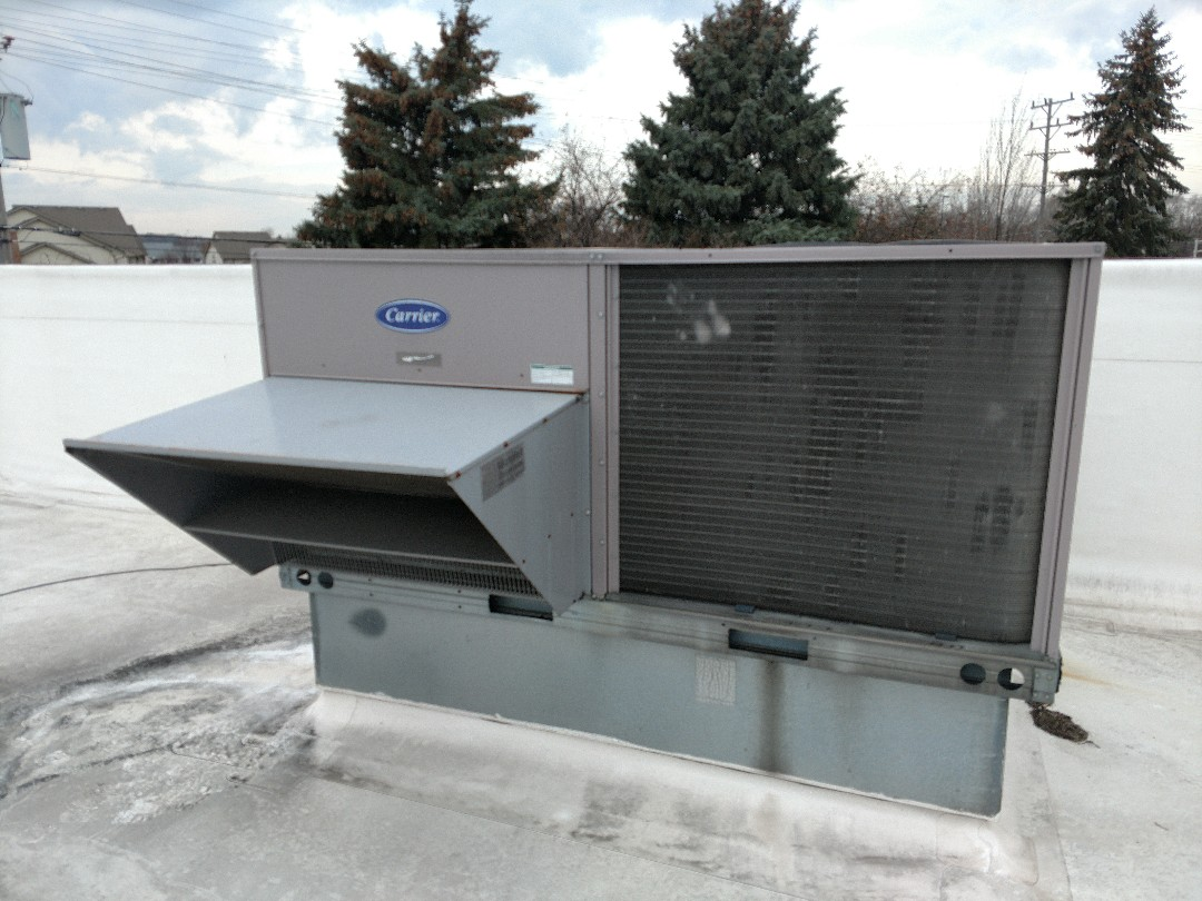 Kenosha, WI - Performed maintenance tune up on Carrier rooftop unit