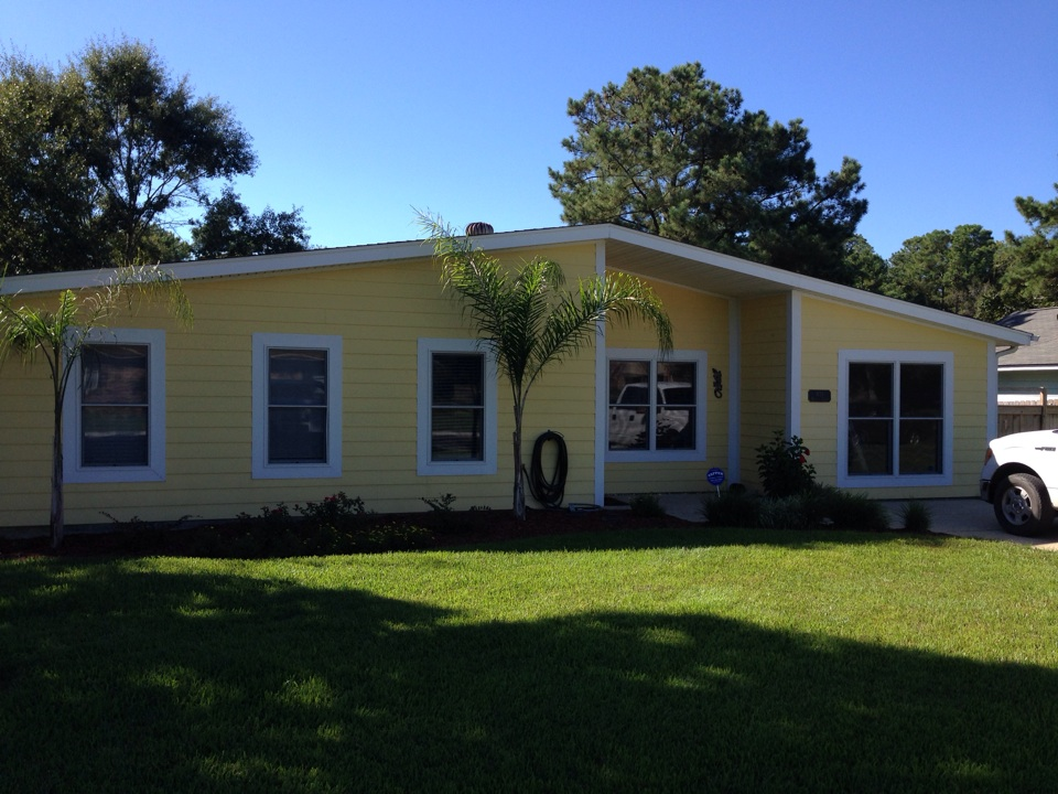 Biloxi, MS - Helping out Sean in Biloxi without some cool wall coating for the exterior of this home.