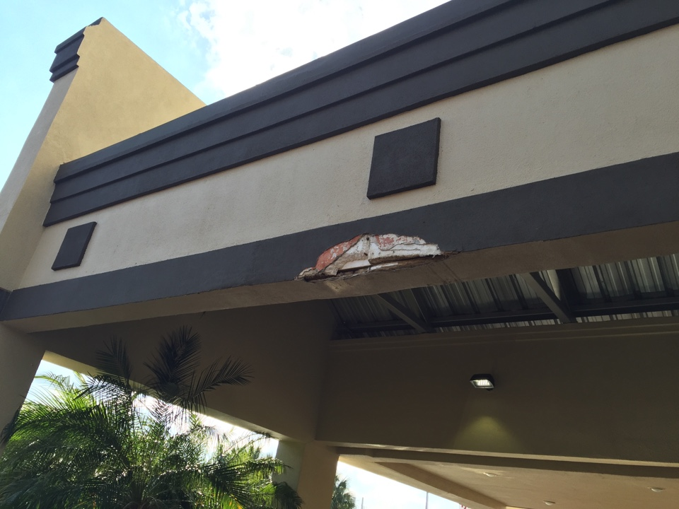 Metairie, LA - Estimating a stucco repair,and coating