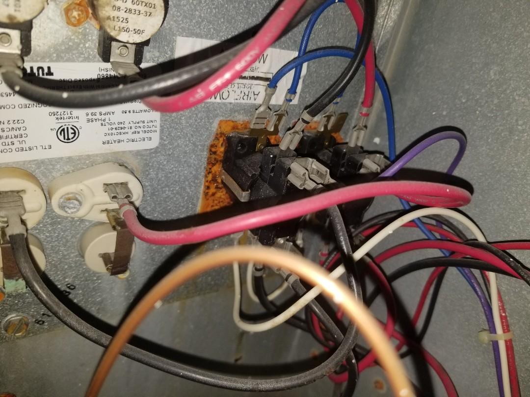 Quinlan, TX - Working on goodman heat pump system