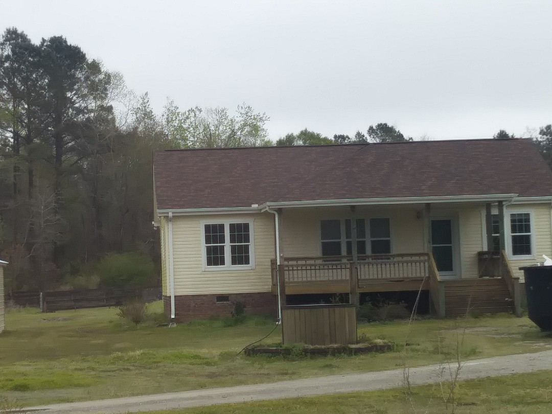 Winnabow, NC - New asphalt shingle roof, vinyl siding and replacement vinyl windows with grids between the glass gives this home a maintenance free exterior. Double hung windows have 2 moveable sashes that tilt in for easy cleaning.