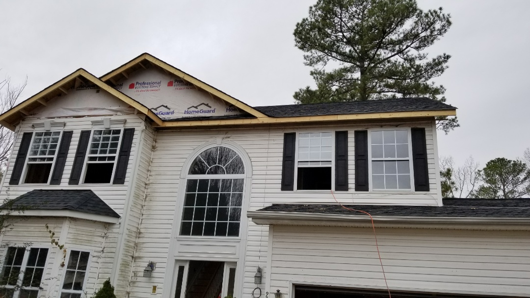 Wake Forest, NC - Proving free estimate for new vinyl siding and energy efficient vinyl double hung replacement windows with lifetime warranty