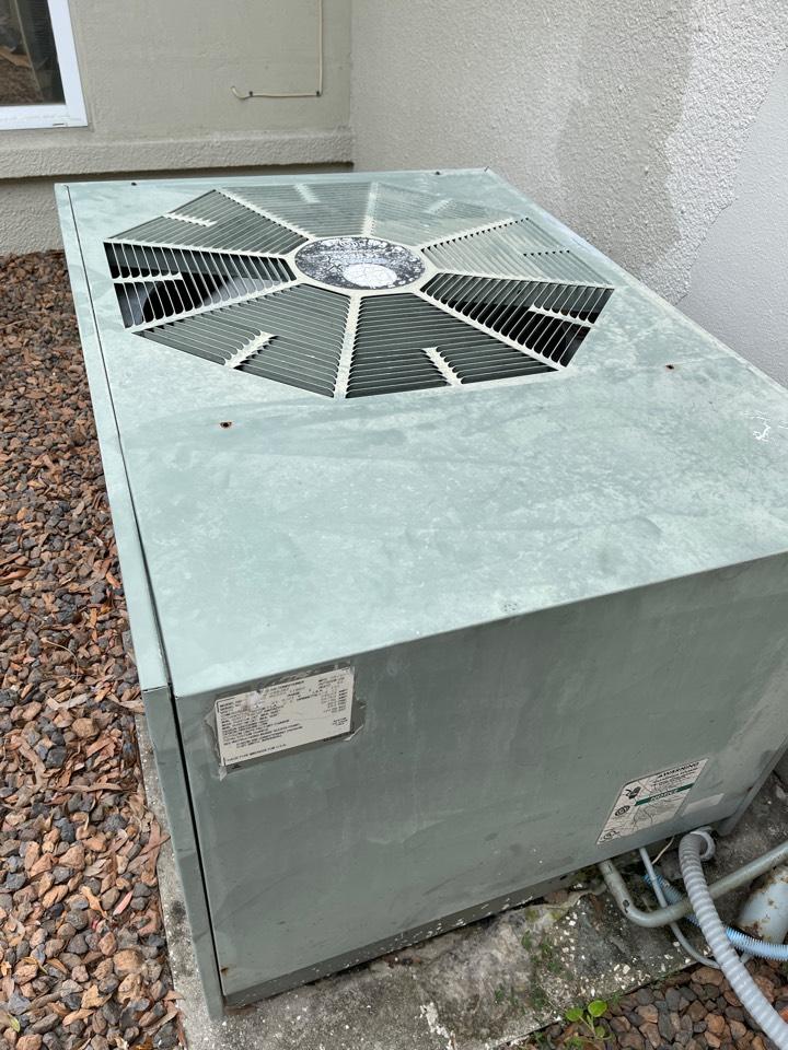 St. Petersburg, FL - Them air conditioning hard start installed.