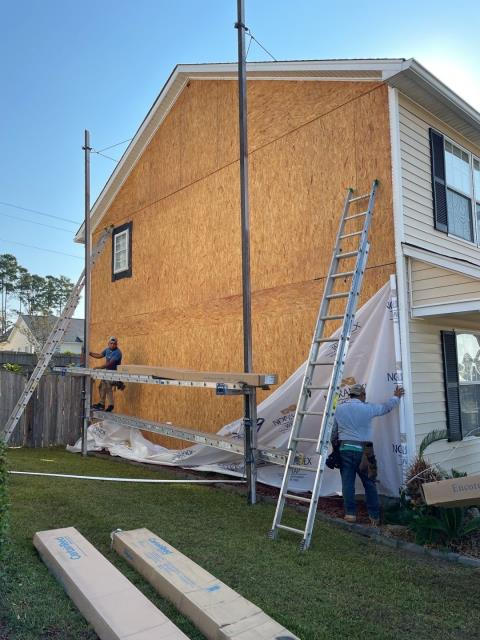 Lexington, SC - Vista Roofing doing some local siding repair after this home was hit by hail earlier this year. (Lexington, SC)