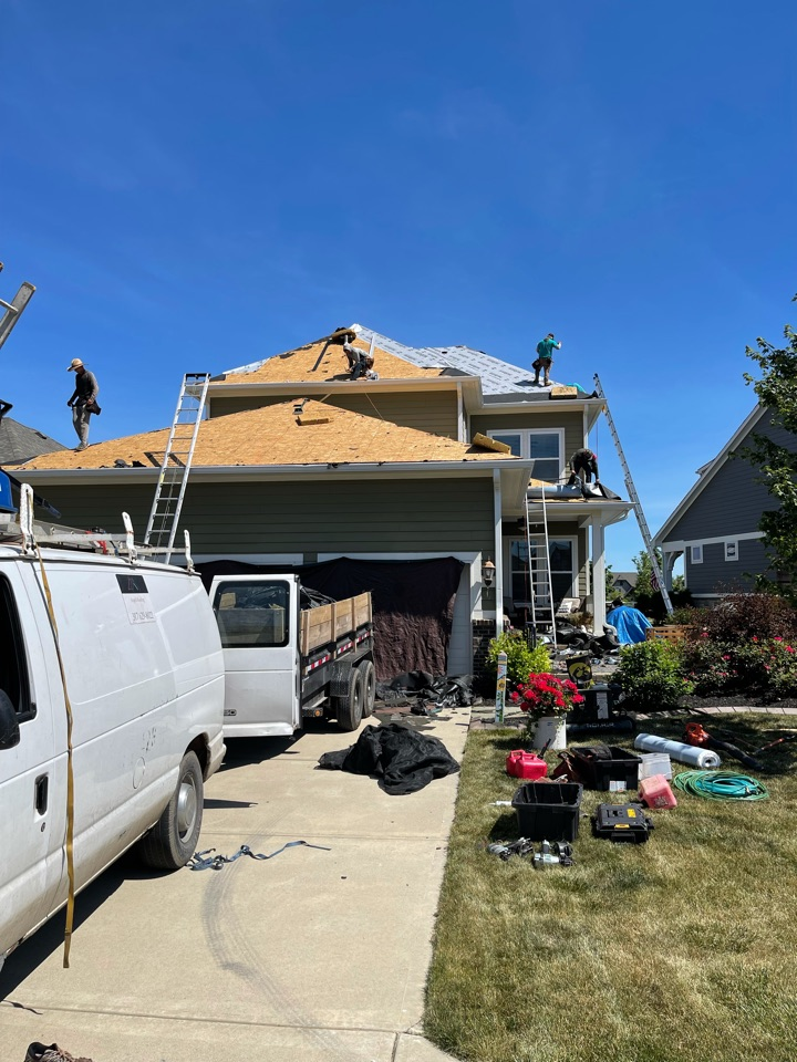 Westfield, IN -  We roof going on