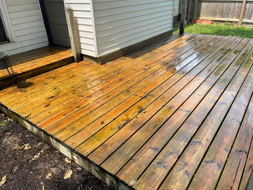 Indianapolis, IN - Deck cleaning