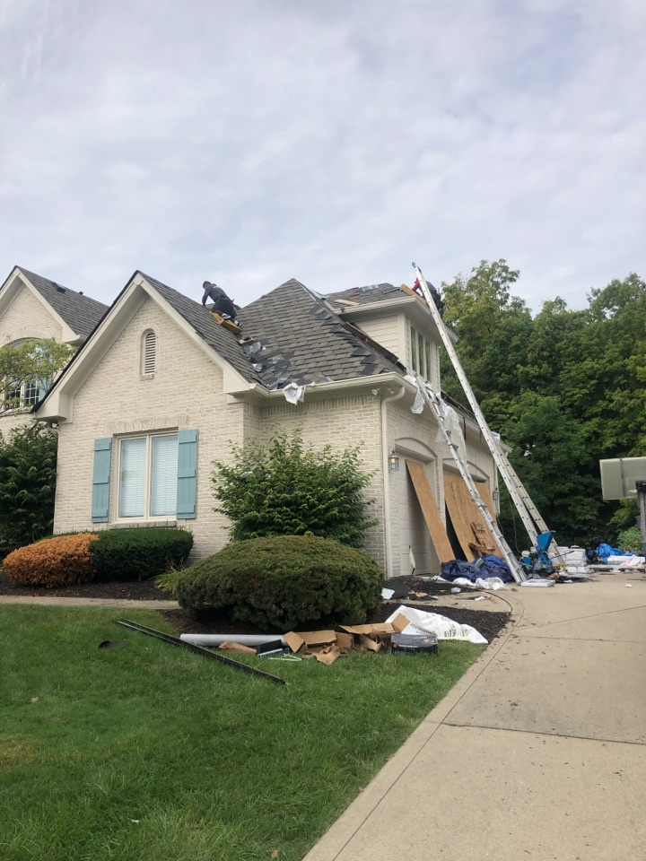Carmel, IN - Roofing siding and windows and gutters and paint
