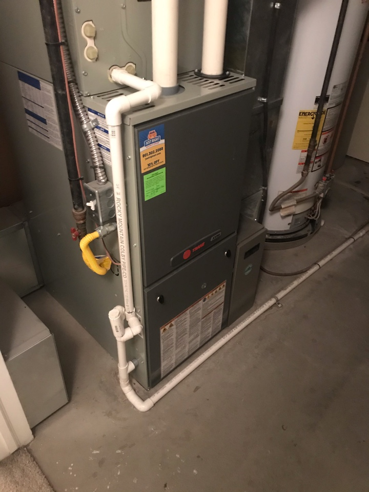 Riverton, UT - Tune up a Trane furnace and humidifier with a Honeywell thermostat