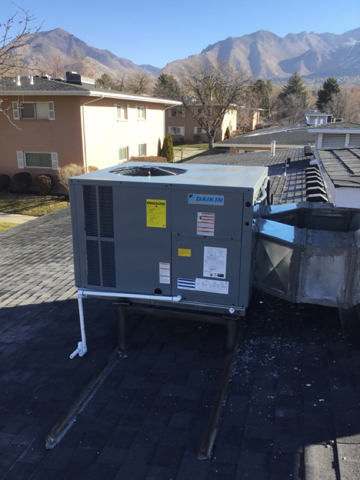 Holladay, UT - Install daikin rooftop package heat pump