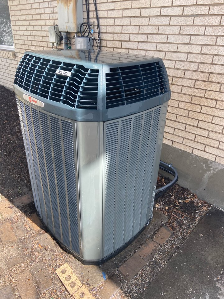 Sandy, UT - Tune up a Trane AC with a Aprilaire 5000 air filter.