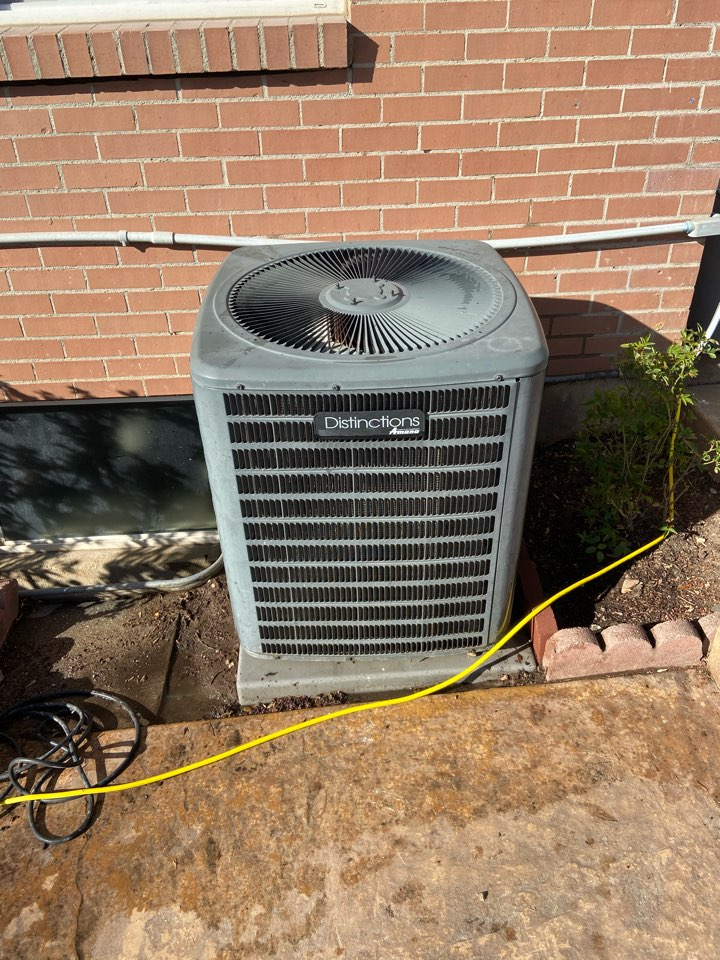 Holladay, UT - Tune up a Goodman AC with a LUX thermostat