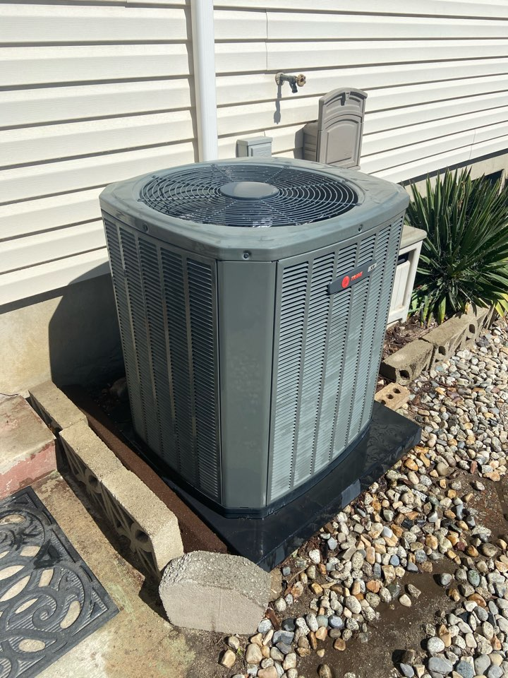 Sandy, UT - Tune up a Trane ac with an American Standard thermostat.