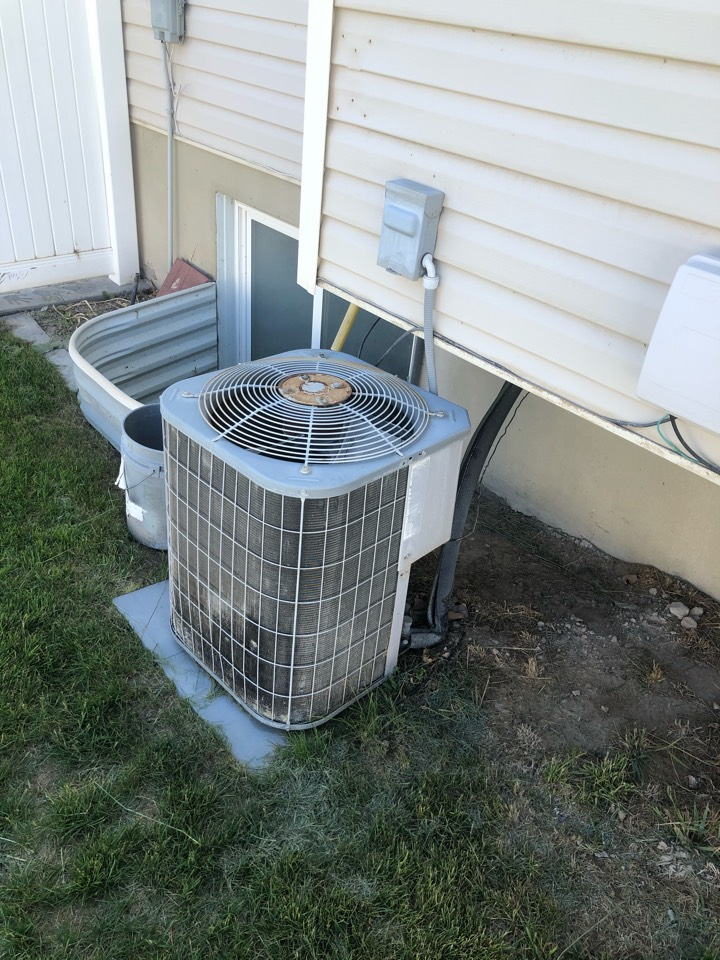 West Point, UT - Replacing an old and efficient air conditioner with a new high-efficiency heat pump
