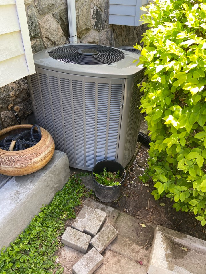 Millcreek, UT - Tune up a Lennox furnace and ac with a Honeywell thermostat.