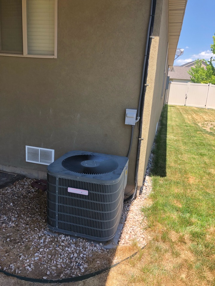 Kaysville, UT - Replacing an old broken air conditioner with a new high-efficiency air conditioner