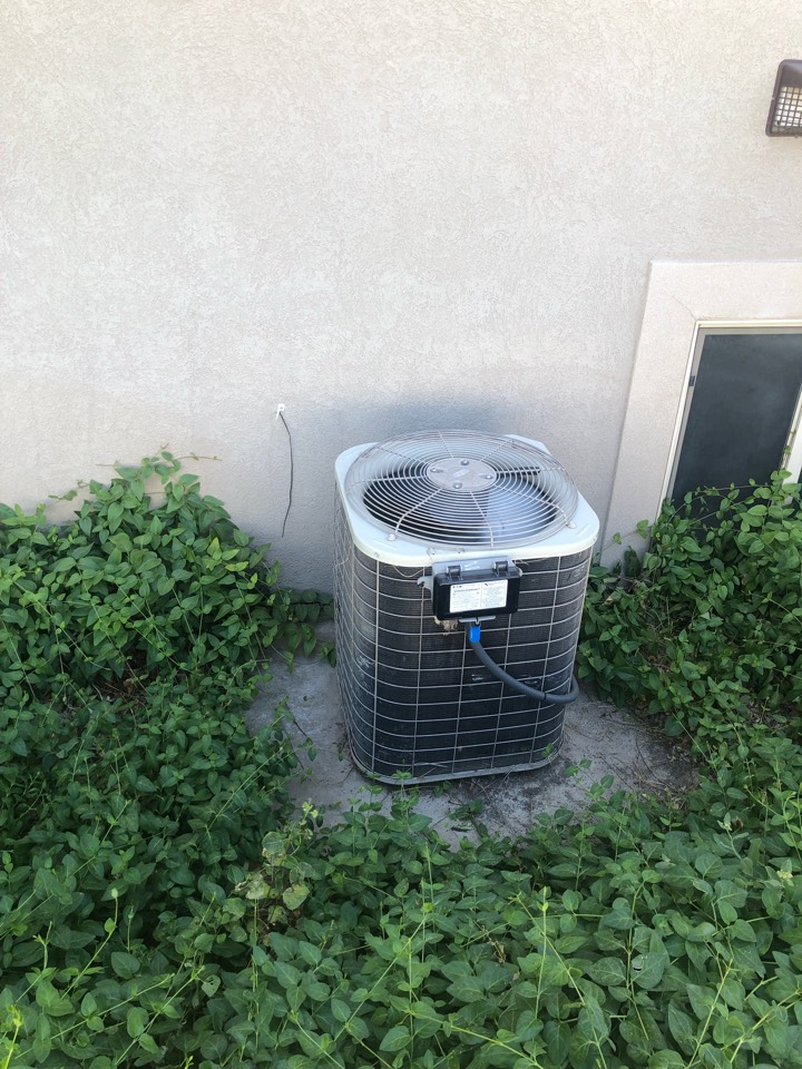 Syracuse, UT - Placing an old broken air conditioner with a new high-efficiency Trane for air conditioner