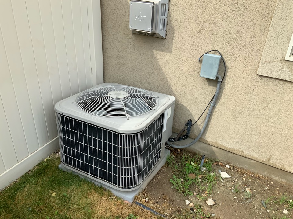 Kaysville, UT - Free estimate for furnace and air conditioner replacement