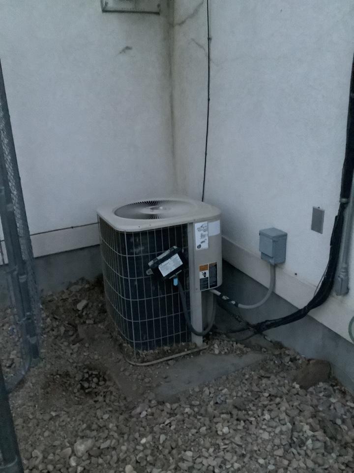 Herriman, UT - Removing Lennox air conditioner