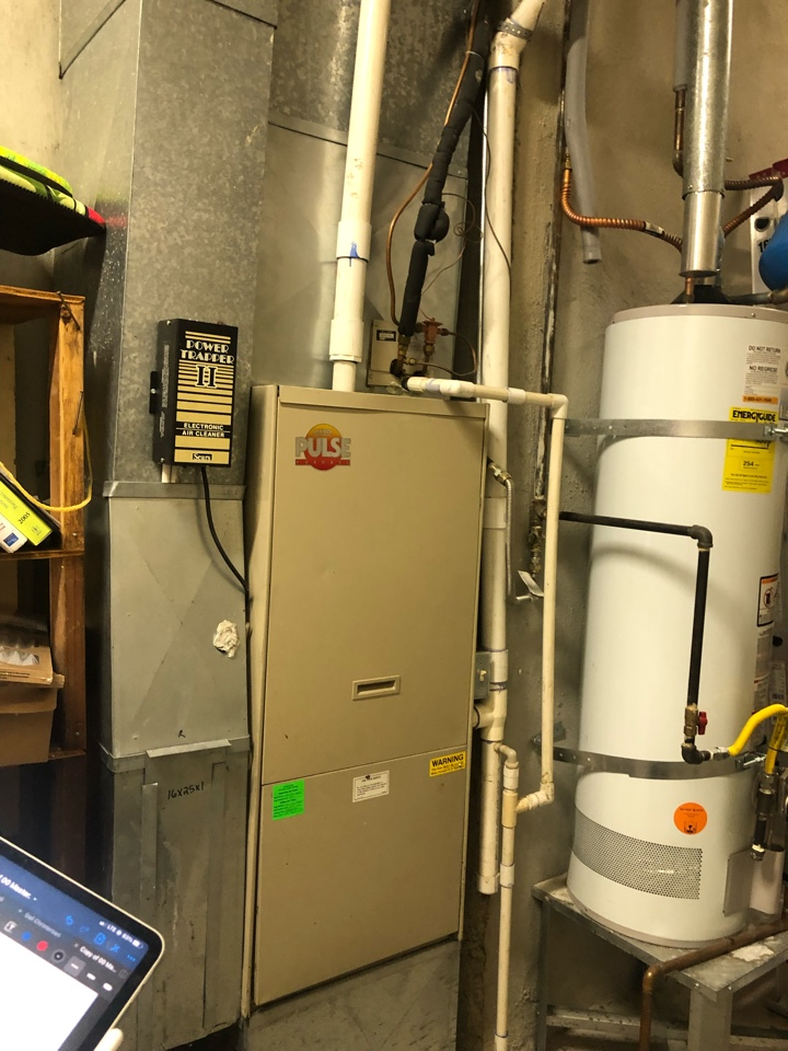 Salt Lake City, UT - Giving an estimate to replace a 1982 Lennox system. The a/c finally died and they want to replace the whole set up.