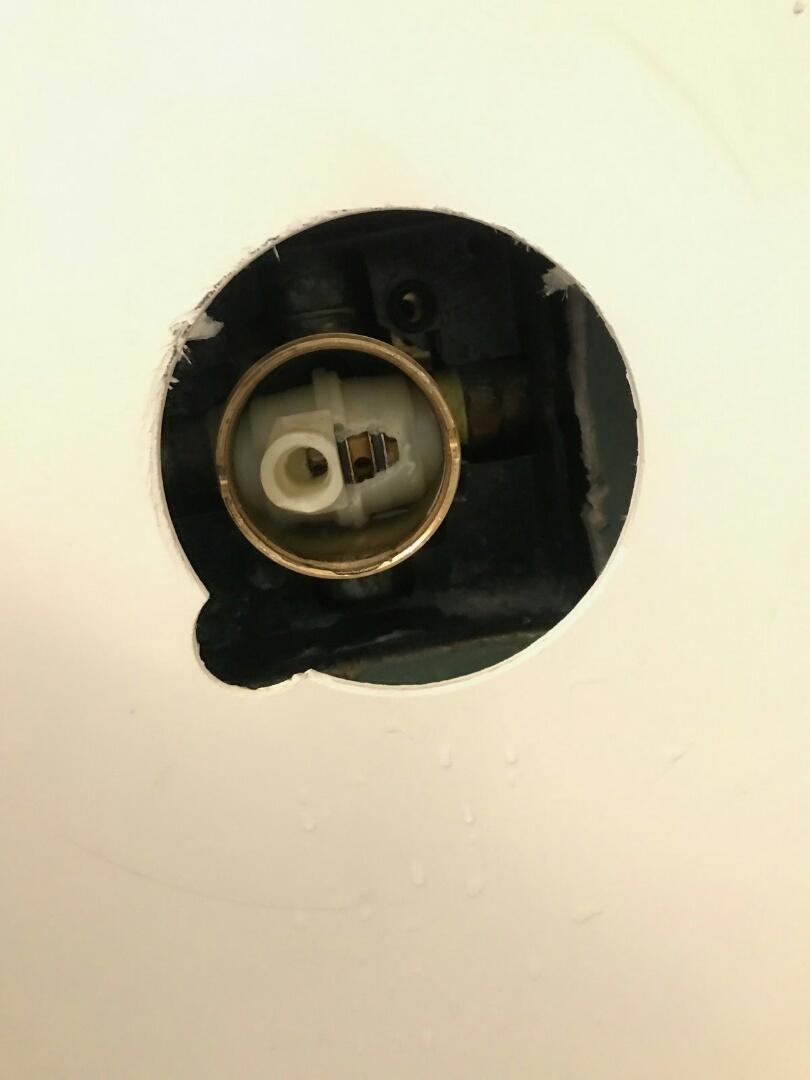 Duarte, CA - Shower valve broken