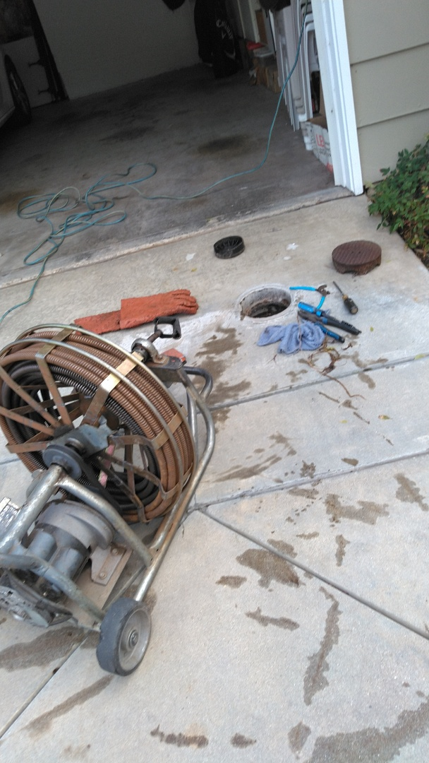 Altadena, CA - Ucloged the drain toilet and prevent maintenance 4 sewer line