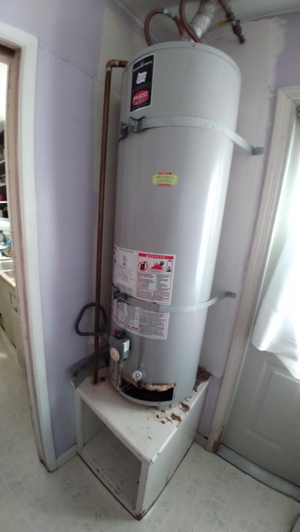 La Puente, CA - 40 gallon water heater leaking from tank chamber