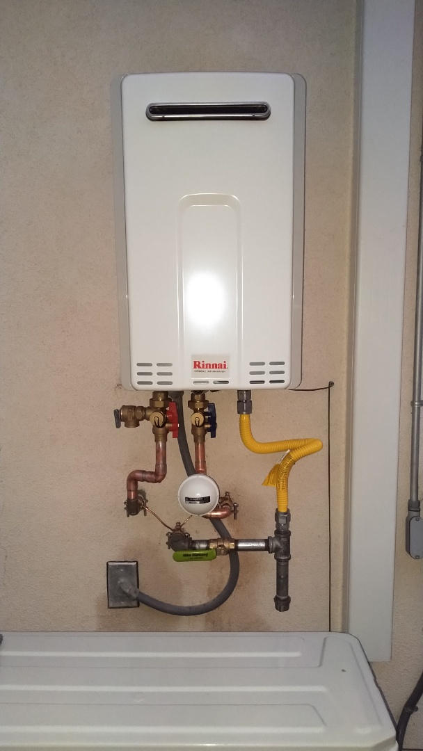 Malibu, CA - Installed outdoor Rinnai tankless water heater with thermal expansion tank and temperature controller