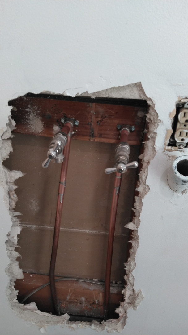 Thousand Oaks, CA - Install new laundry valves and copper pipe work.