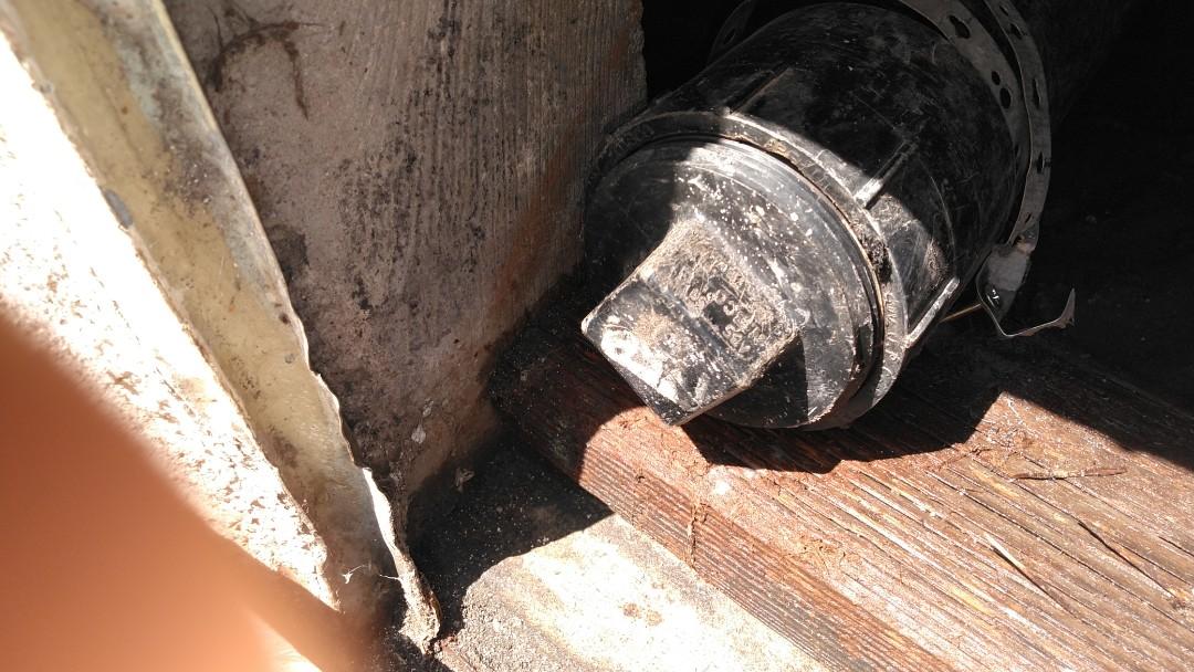 Artesia, CA - Cabled mainline through clean out. Didn't retrieve anything