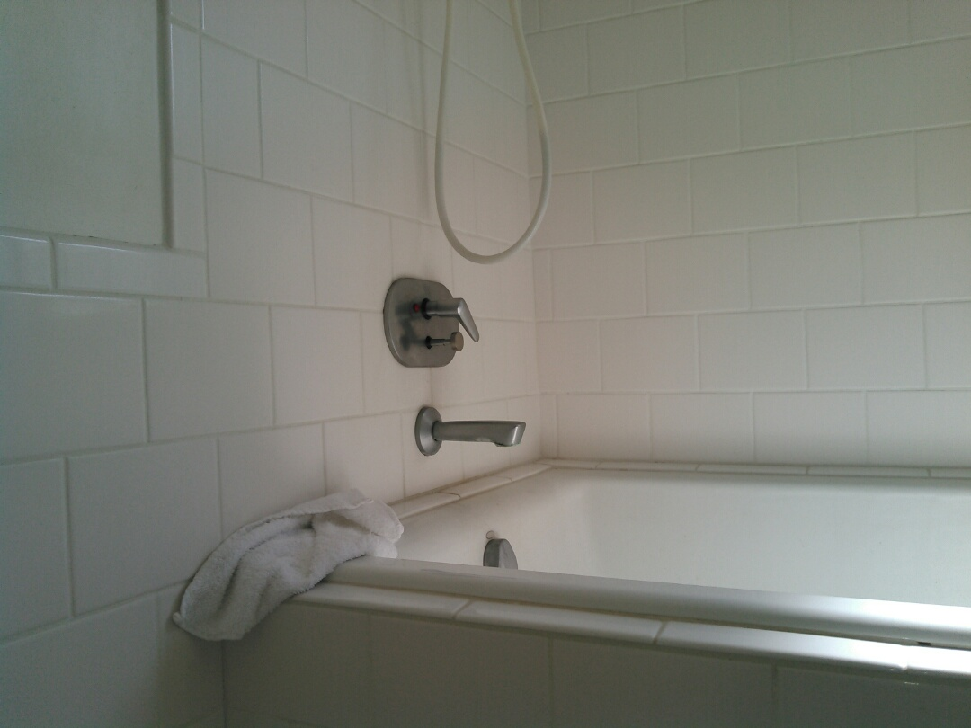 Los Angeles, CA - Repair showers valve